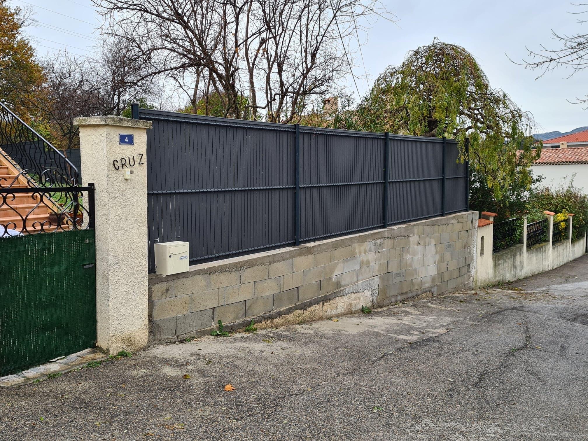 Clôture composite installée par Damien Paysages